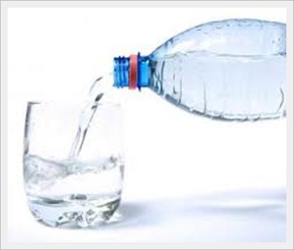 bere acqua minerale